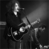 Stiri din Muzica - Piesa noua de la Robert Smith (The Cure) si Crystal Castles - Not In Love